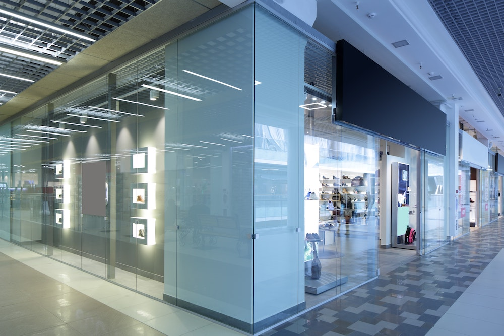 Vitrerie : vitrines de magasin